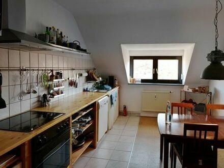 schöne 2 Zimmer Dachgeschoßwohnung mit großer Wohnküche in KA Oststadt