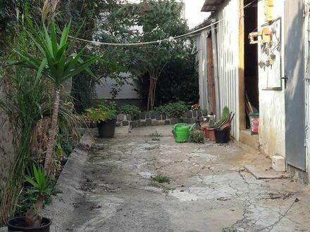 Renovierungsbedürftiges, altes Haus sucht neuen Besitzer.