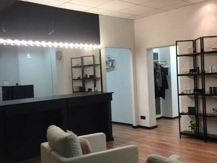 Frisch renovierter Raum im laufenden Kosmetikstudio zu Untermiete
