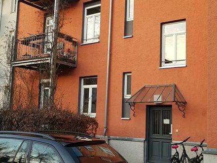 Sehr schöne und helle 2-Zimmer-Altbauwohnung in Augsburg-Göggingen zu vermieten.