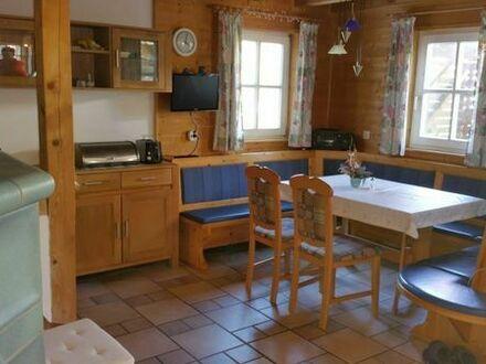 Suche nette Mitbewohnerin für besondere Wohnung mit tollem Garten