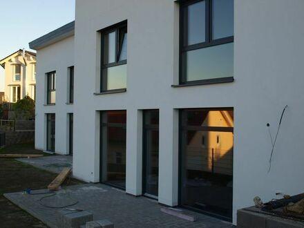 Zwei Moderne Doppelhaushälften in guter Lage mit Panorama Blick. Provision frei