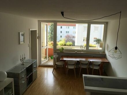 Sehr schöne möblierte 2-Zimmer-Wohnung mit Südbalkon in Schwabing
