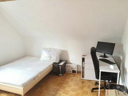Lichtdurchflutet, im Grünen, ruhig, vekehrsberuh. Straße; 2- Zimmer- Wohnung ***frei ab 01.05.2018