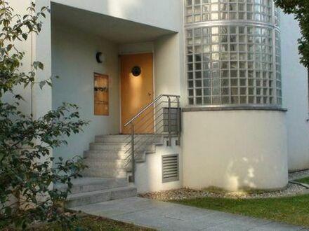Lichtdurchflutete ruhige Wohnung mit Tiefgarage in Stuttgart-West