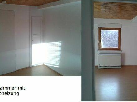 Schöne Dachgeschosswohnung mit 2 Zimmer, Bad und Küchenzeile