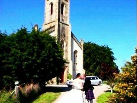 Kirche als Luxus Pension, komfortabel ausgebaut mit Alkohol- und Hochzeitslizenz!