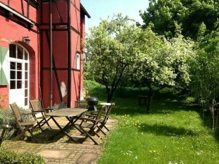 Wunderschöner idyllischer Garten für Veranstaltungen im Freien zu vermieten.