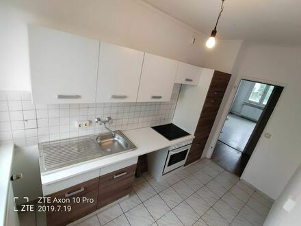 NEU sanierte ruhige helle 2 Zimmer Wohnung im Grünen, 2 Etage 359EUR warm
