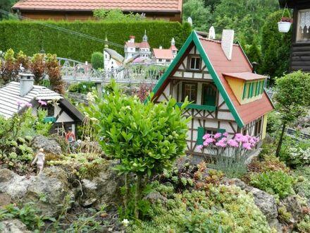 Verkaufe Wochnendgrundstück mit Massiven Bungalow und sehr schöner Garteneisenbahn