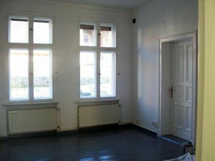 Einraumwohnung mit Bad und Küchenraum
