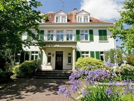 **vollmöbliert** idyllische Gartenwohnung in 20er-Jahre-Villa