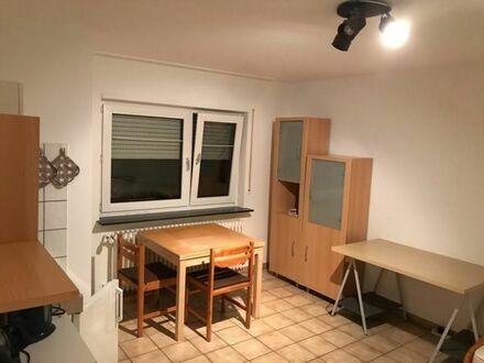 Möbliertes, ruhiges Zimmer mit Bad & EBK in direkter Nähe der Weinberge