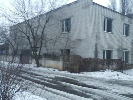 Zweistöckiges Gebäude für kommerzielle Zwecke In der Ukraine