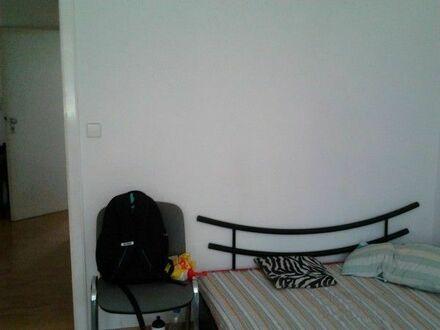 14qm-Zimmer 01.5-30.6 in 3-Zimmer-EG-Wohnung möbiliert + provisionsfrei