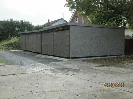 Überdachter Stellplatz für Wohnwagen oder Wohnmobile