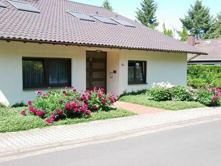 Hochwertiges Einfamilienhaus. Zwei Küchen. Doppel-Garage. großer Garten. grüner Blick. Sauna