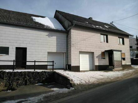 Grundstück mit EFH/Bauernhof und Wiese, viel Platz (1826/1000/826qm) in Fleringen/Prüm