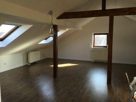 Stilvolle, gepflegte 4-Zimmer-Dachgeschosswohnung mit Loggia