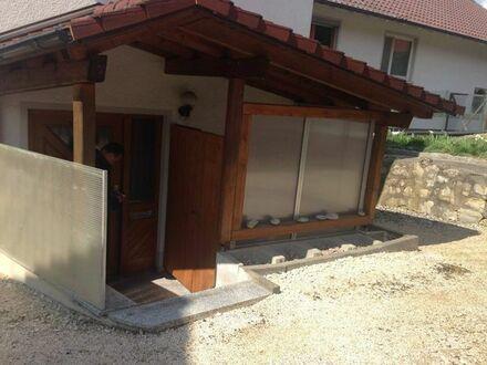 6-Zi. WHG , Doppelhauscharakter, separater Eingang