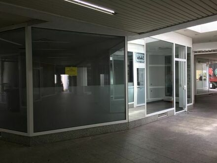 Laden mit Schaufensterfront