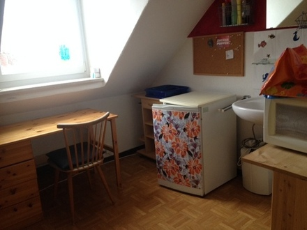Dachgeschosszimmer (möbliert) in Haidhausen