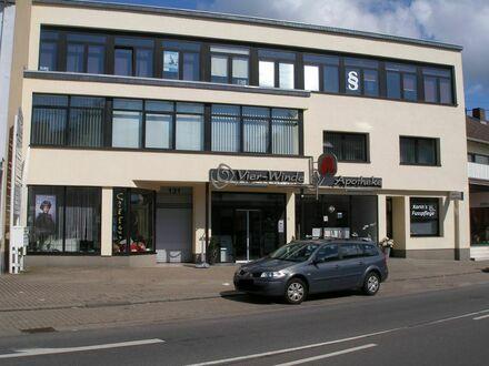 1 heller und renovierter Büroraum im Zentrum von Schwalbach zu vermieten
