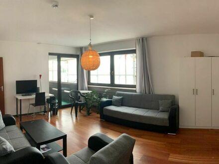 Große 4 Zimmer Wohnung mit Balkon und Fernblick ! Zum Selbstbezug oder Kapitalanlage !