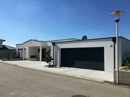 Rarität: exklusiver moderner Bungalow mit Bestausstattung, Doppelgarage, Gartenhaus + Securityanlage