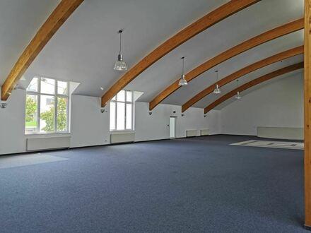 Exclusiver Saal mit barrierefreiem Zugang - als Ausstellungsfläche oder Verkaufsfläche gut geeignet