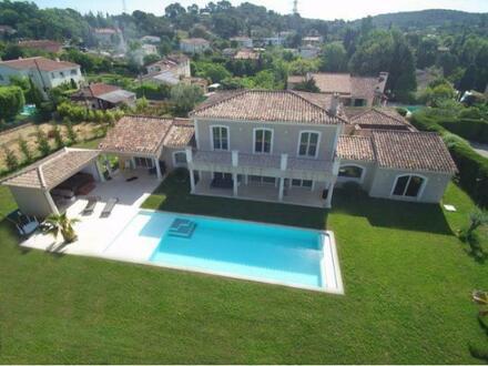 Imposante Villa im Herzen von Mougins, fast noch neu