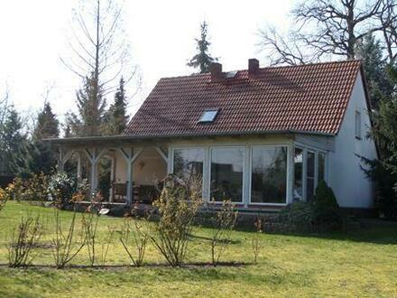 Ein schönes, praktisches und sehr ruhig gelegenes Einfamilienhaus mit Nebengelass in 14715 Stechow-Ferchesar, OT, zu verkaufen…