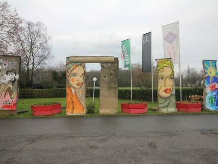 Berliner Mauer: Eines der letzten Mauersegmente die von der BRD verkauft wurden, ca. 3,70m² groß