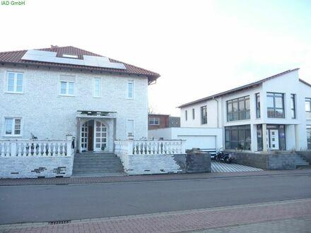 Gelegenheit - Großes Wohnhaus mit separatem Bürogebäude, Garage und Stellplätzen