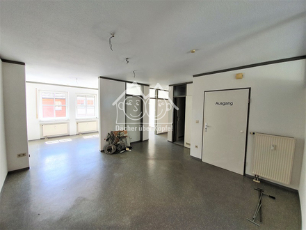 Helle, attraktive Büro- oder Praxisräume in zentraler Lage von Altdorf zur Miete