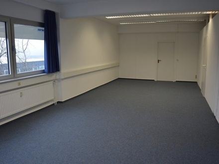 Büroetage mit 9 Büros, Bad, Teeküche, getrennte Toiletten, 4 Abstellräume