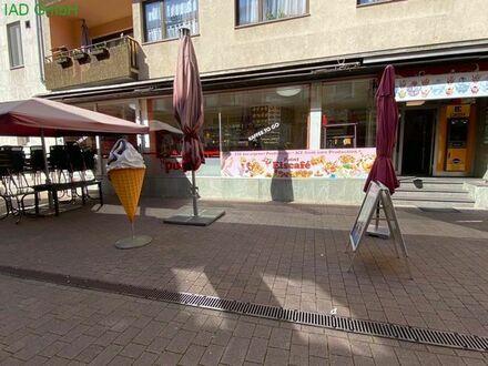 Eiscafé mit Restaurant und Betreiberappartement