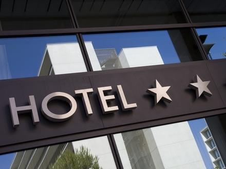 Viel Substanz für wenig Geld | Großes Hotel mit Potential nach Revitalisierung oder anderweitige Nutzung!