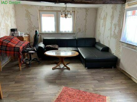 Älteres, teilsaniertes Einfamilienhaus mit viel Platz für handwerkliche Hobbies