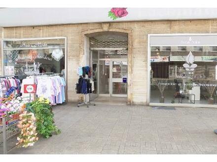 Ladenlokal/e mit großen Schaufenstern in Oberhausen