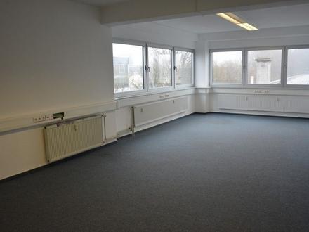 Teil-Büroetage mit 3 Büros, Teeküche, getrennte Toiletten, Aufzug