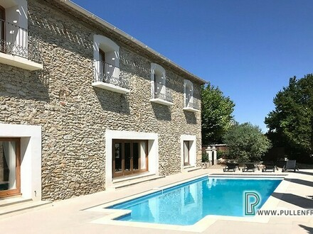 Ausgezeichnetes, zeitgemäßes Anwesen mit Garten und Pool in einem lebhaften Ort nahe Narbonne