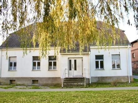 HORN IMMOBILIEN ++ Brietzig bei Pasewalk Mehrfamilienhaus mit vielen Möglichkeiten