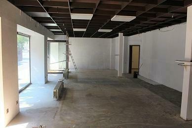 Großzügiges Ladenlokal mit großen Schaufenstern zu vermieten