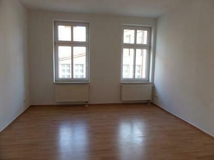 Sehr schöne 3-Raumwohnung mit Balkon (2. OG) in zentrumsnahmer, aber ruhiger Lage von 14712 Rathenow, Geschwister-Scholl-Straße