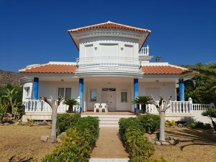 Top Villa im Villenvorort Calabardina