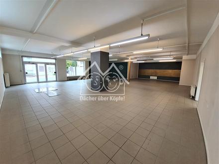 Großzügige Erdgeschoss-Gewerbefläche (Friseur/Laden/Büro) in Röthenbach zur Miete