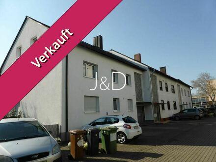 Verkauf im Bieterverfahren!! 2- renovierungsbedürftige Wohnungen mit 1- Einliegerwohnung in 3-Familienhaus in Top-Lage