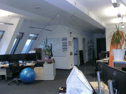 Kleines modernes Büro-Loft