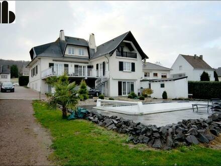 Grenznahe Villa mit Schwimmbad und riesiger Terrasse